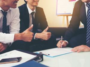 売れる営業マンのコミュニケーション能力はどのように高いのか? 売れるコツも交えて解説します。